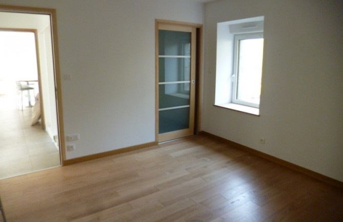 Pose de plancher et menuiseries intérieures et extérieures